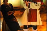 Pixim-castle-Saumur-show-night-woman-reading-Petiteau-800-72258-3