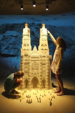 Skulpturen aus Stein und Licht